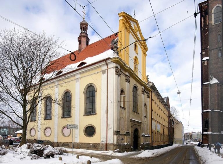 styczeń 2010 , Z kopułą i częściowo odnowioną elewacją. autor: zuf