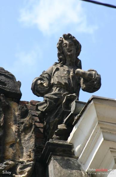 2006 , Jedna z dwóch rzeźb na cerkwi. autor: Siloy