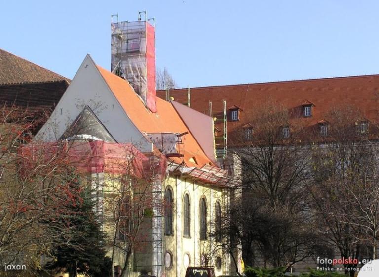 listopad 2009 , budowa kopuły na dachu cerkwi. autor: jaxan